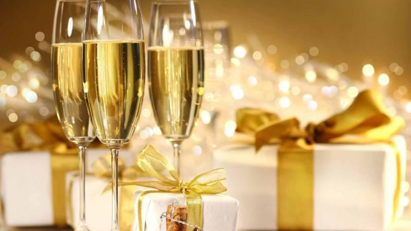 Новогоднее шампанское.Новогодние обои 2018